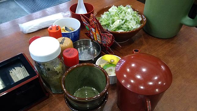 テーブルの薬味