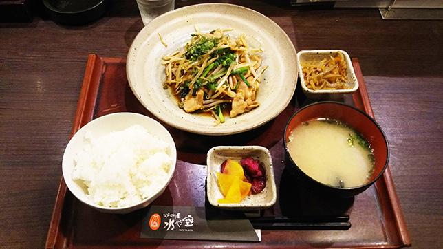 ニラ豚もやし定食 ¥680