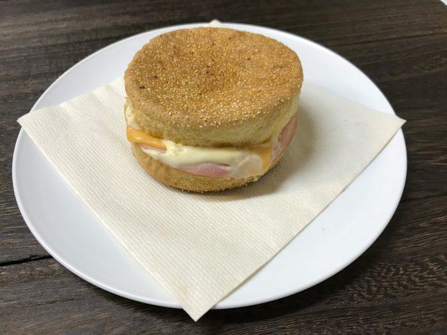 イングリッシュマフィン(ハムチーズ) ¥200