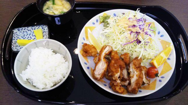 サービスランチ(チキンカツ定食) ¥750