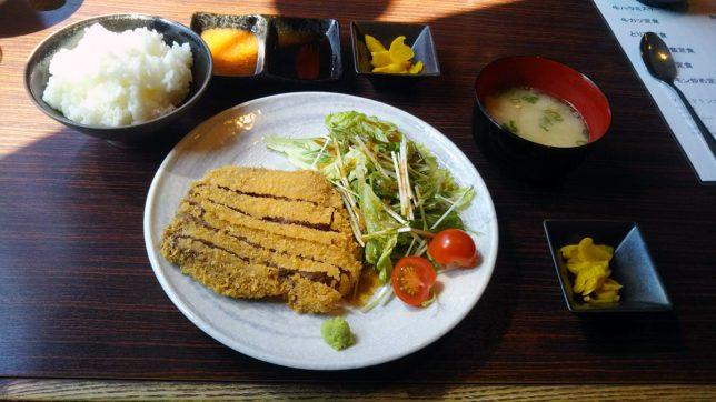 牛カツ定食 ¥980