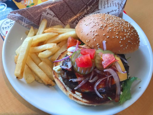ビーフ100%肉汁ガストバーガー ¥999