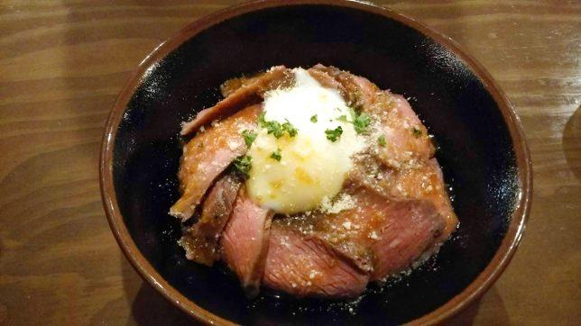 ロストビーフ丼 ¥890