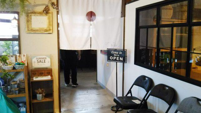 COTON食堂入口のれん