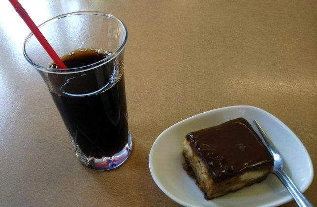コーヒーとチョコソースケーキ