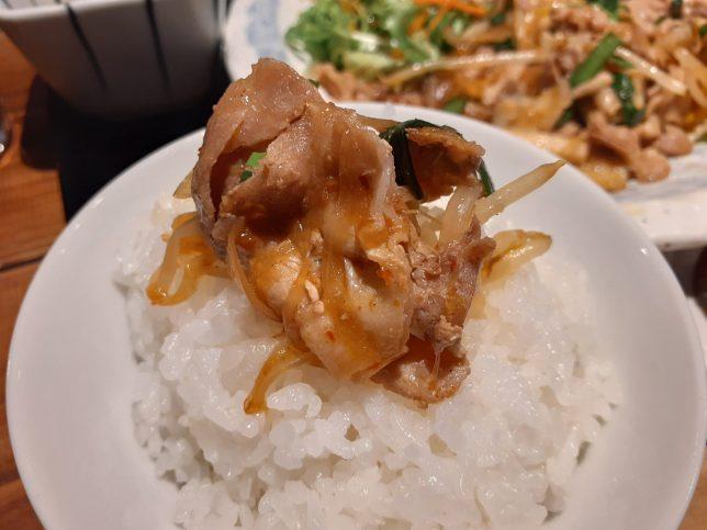 ニラ豚のせ白米